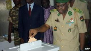 The head of the military junta, General Salou Djibo, casts his ballot in Niamey on 31 October 2010