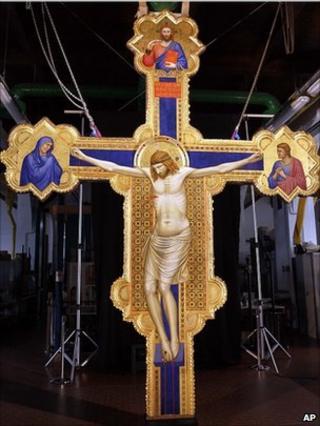 Giotto's Ognissanti Crucifix