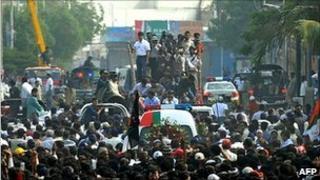 Crowds attend funeral in Karachi