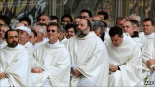 Capuchin friars attend mass in southern Italy in 2008 (archive photo)