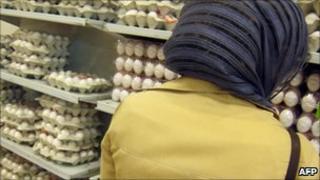 Iranian woman shopping in Tehran - 2007