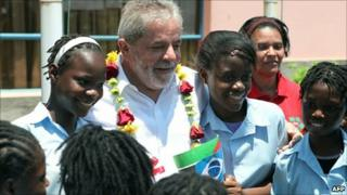 Brazilian President Luiz Inacio Lula da Silva with children at the Pedagogy University of Maputo on November 9, 2010
