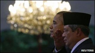 US President Barack Obama (L) and Indonesian President Susilo Bambang Yudhoyono