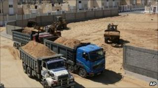 Lorries are loaded with sand for UN building projects in Gaza - 7 October 2010
