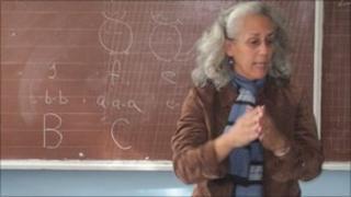 Lisa Maiorello teaching English