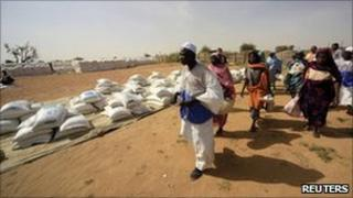Internally displaced people walk to receive food distribution at Kalma Camp in Darfur. Photo: November 2010