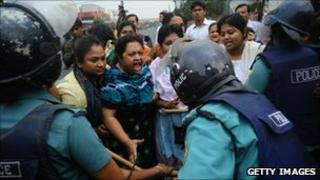 Activists of the Bangladesh Nationalist Party argue with police about the eviction of Khaleda Zia, Dhaka, 13 November 2010