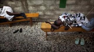 Patients with cholera symptoms, MSF hospital, Port-au-Prince (12 November 2010)