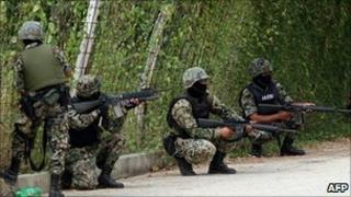 Mexican marines on patrol in Acapulco, 27 October 2010