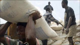 A Liberian man unloads food aid in Monrovia in 2003