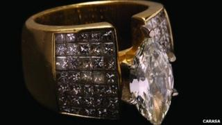 Diamond and gold ring for sale at the auction. Photo: caracasa.com.mx
