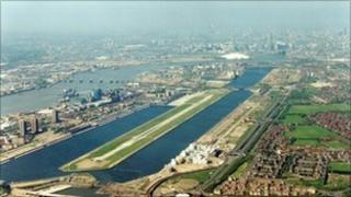 Aerial approach of London City Airport