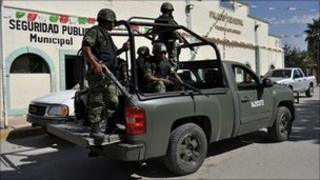 Mexican soldiers on a pick-up truck in Chihuahua state, 20 October 2010