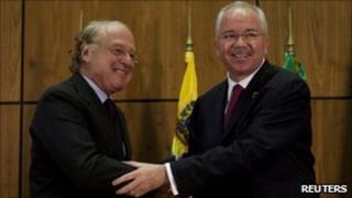 ENI chief executive Paolo Scaroni (left) and Venezuelan energy minister Rafael Ramirez at the signing ceremony