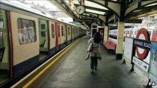 A platforms at Edgware Road Tube station