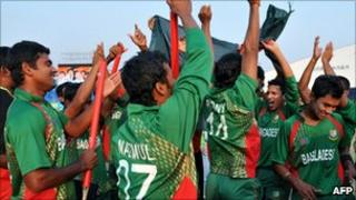 Bangladesh cricket players celebrate their victory