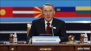 Kazakhstan President Nursultan Nazarbayev giving speech to open OSCE summit 1 Dec 2010