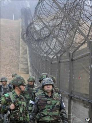 South Korean chief of general staff patrols with troops along Demilitarised Zone
