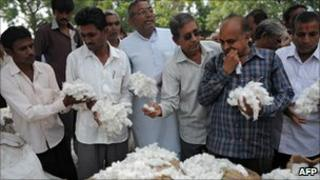 Buyers holding cotton at an auction