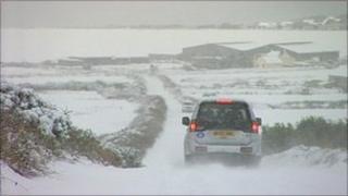 4x4 on snowy road