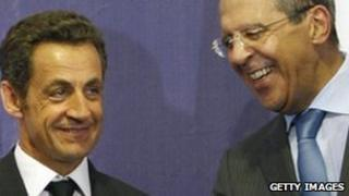 French President Nicolas Sarkozy (left) with Russian Foreign Minister Sergei Lavrov at the Mein Dorf residence outside Moscow, 8 September 2008