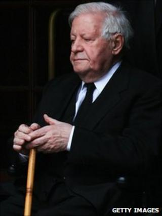 Former German Chancellor Helmut Schmidt, at a memorial service for his wife Loki in Hamburg, 1 November