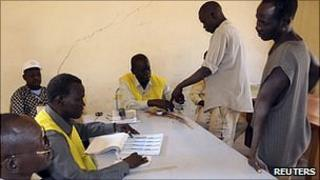 South Sudanese register to vote in Khartoum. 8 Dec 2010