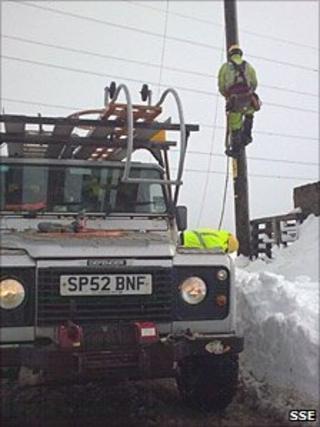 SSE worker in snow