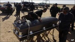 Relatives mourn a police officer killed in Ciudad Juarez on 4 December 2010