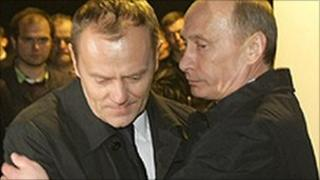 Russian Prime Minister Vladimir Putin (right) hugs his Polish counterpart Donald Tusk at the crash site, photo 10 April