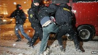 Police arrest an activist in Minsk, 20 Dec 10