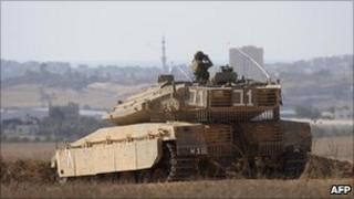 Israeli tank crew observes the Gaza border (22 September 2009)