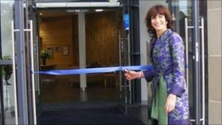Marie Linsday opens