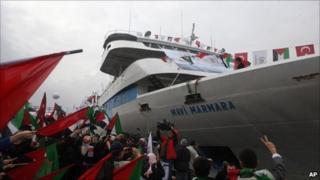 Crowds greet Mavi Marmara in Istanbul, 26/12