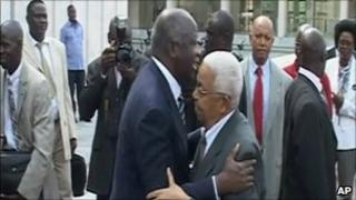 Laurent Gbagbo greets Cape Verde President Pedro Pires (28 Dec 2010)