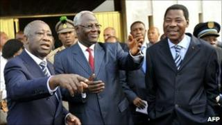 Laurent Gbagbo (L) with Presidents Boni Yayi of Benin (R) and Ernest Koroma of Sierra Leone (C)