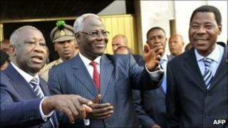 Laurent Gbagbo (L) with Presidents Boni Yayi of Benin (R) and Ernest Koroma of Sierra Leone (C) on 28 December 2010