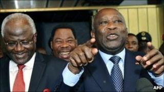 Laurent Gbagbo (R) with Sierra Leone's Ernest Bai Koroma (L) in Abidjan, 3 January
