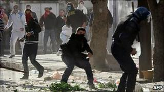 Algerian protesters throw stones