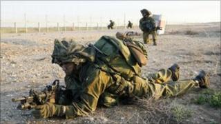 Israeli soldiers on the Israeli-Gaza border (January 2009)