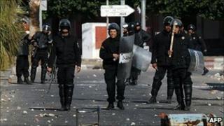 Tunisian police in Regueb, 10 January 2011