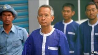 """Thai """"Yellow shirt"""" activist Veera Somkwamkid (2nd L)"""