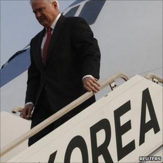 US Defence sec Robert Gates arriving Seoul 14 Jan 2011