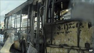 Burned out bus in Ettadhamoun, west of Tunis (13 January 2011)