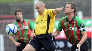 Glentoran and Glenavon footballers in action