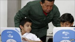 Venezuelan President Hugo Chavez watches children use computers (Jan 2011)