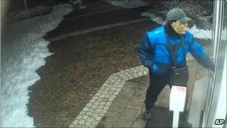 The Obama robber enters the bank in Handenberg, Austria, 20 January