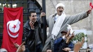 Protesters front of the Prime Minister's office in Tunis, 21 January 2011