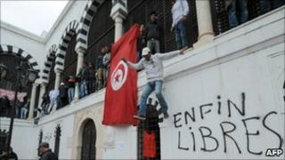 Protesters outside prime minister's office, 24/01