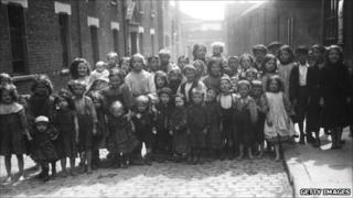 Children in Whitechapel in 1911